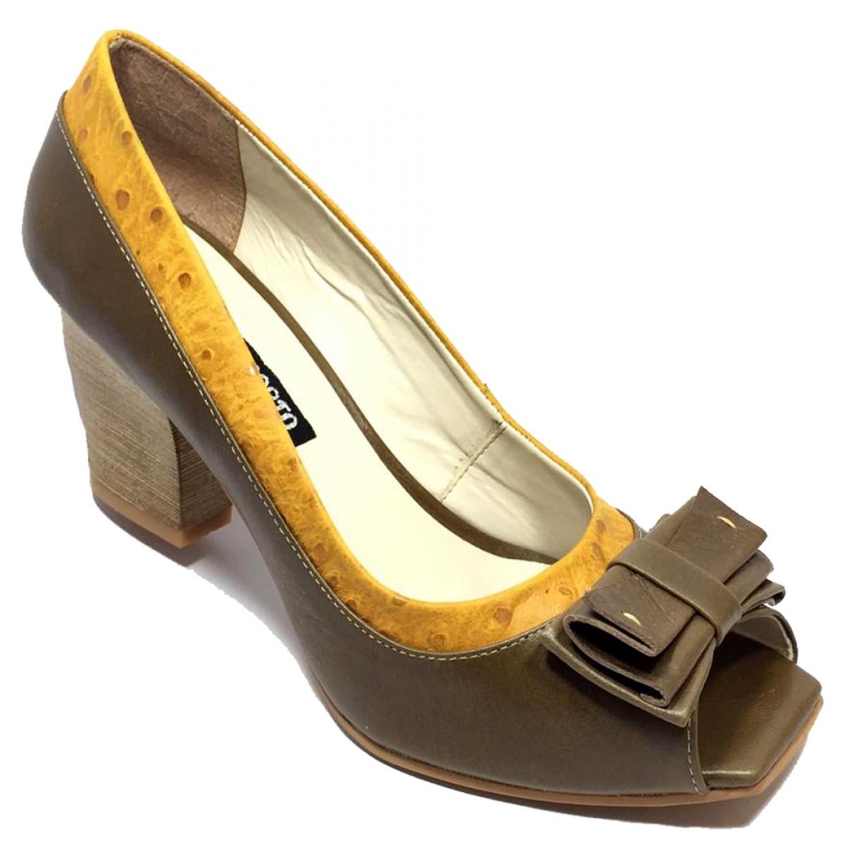 1d9d6470ca Sapato Feminino Peep Toe Cia do Porto Marrom Ave - Compre Agora ...